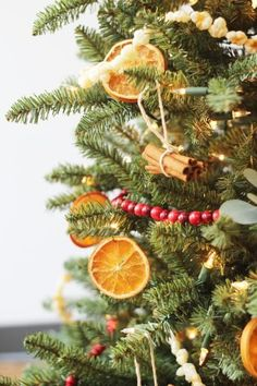 country christmas tree 42 ideas for different christmas tree ideas country living Old Fashion Christmas Tree, Natural Christmas Tree, Country Christmas Trees, Live Christmas Trees, Beautiful Christmas Trees, Christmas Tree Themes, Noel Christmas, Rustic Christmas, Christmas Crafts