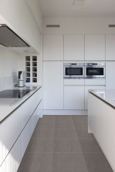 Searching for kitchen tiles? Kitchen Cabinet Design, Kitchen Tiles, Kitchen Interior, Contemporary Kitchen Cabinets, Modern Kitchen Design, Kitchen Tile Inspiration, Small White Kitchens, Minimalist Home Interior, Küchen Design