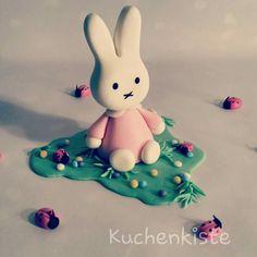 #miffy #spring #bunny #rabbit #easter #fondant #sugarpaste #caketopper #babygirl #ladybird #ostern #ostertorte #frühling