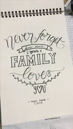 Never forget Howe mich your Familie Lobes you calligraphy quotes Calligraphy Quotes Doodles, Doodle Quotes, Hand Lettering Quotes, Calligraphy Practice, Calligraphy Pens, Caligraphy, Quotes Quotes, Bullet Journal Quotes, Bullet Journal Ideas Pages