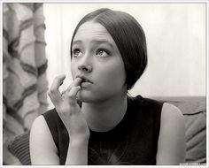 Olivia Hussey - British actress best known for her role as Juliet in Franco Zeffirelli's 1968 film of Romeo and Juliet Olivia Hussey, Leonard Whiting, Romeo Und Julia, Actrices Hollywood, Romance, British Actresses, Vintage Beauty, Old Hollywood, We The People