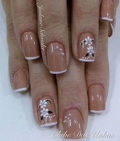 Desenhos nas Unhas Square Nail Designs, Toe Nail Designs, Toe Nail Art, Toe Nails, Daisy Nails, French Nail Art, Flower Nail Art, Stylish Nails, Square Nails