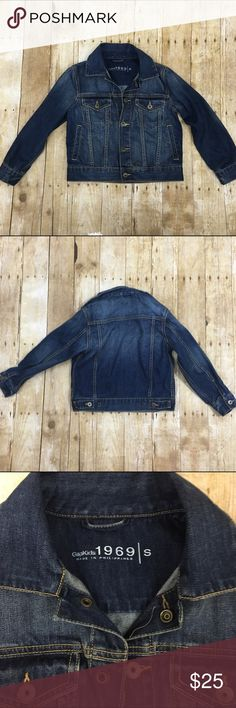 """Gap kids denim jacket This could be a unisex denim jacket nothing about it screams boy or girl it's a kids small very light wear no stains or tears the buttons are faux (snap buttons) - offers welcome, bundle 2 or more items in my closet using the """"bundle"""" feature and receive 15% off of your total purchase! Gap Jackets & Coats Jean Jackets"""