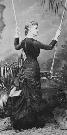 Lady Frances Evelyn Maynard, later Daisy Grenville, Countess of Warwick Victorian Era Fashion, Victorian Costume, Victorian Women, 1880s Fashion, Vintage Photos Women, Vintage Photographs, Vintage Ladies, Historical Costume, Historical Clothing