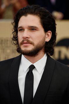Pin for Later: Die Stars von Game of Thrones übernehmen den roten Teppich bei den SAG Awards Kit Harington