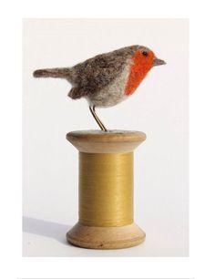 Dinny Pocock - My Work felted robin Christmas Makes, Felt Christmas, Christmas Crafts, Christmas Ideas, Needle Felted Animals, Felt Animals, Needle Felting Tutorials, Felt Embroidery, Felt Birds