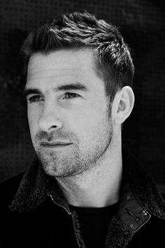 Scott Speedman ♡♥ I will always be attracted to him. Animal Kingdom Tv Show, Gorgeous Men, Beautiful People, Jack Hyde, Scott Speedman, Self Portrait Photography, Handsome Faces, My Escape, Male Face