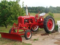 Farmall Super 'C' tractor by Bud Ragan Tractor Plow, Lawn Mower Tractor, Red Tractor, John Deere Tractors, Antique Tractors, Vintage Tractors, Farmall Super C, International Tractors, International Harvester