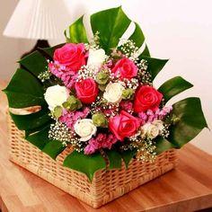 Una original canasta de rosas