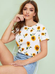To find out about the Sunflower Print Top at SHEIN, part of our latest T-Shirts ready to shop online today! Blusas Crop Top, Crop Tops, Sunflower Print, White Sunflower, Bodysuit, Latest T Shirt, Neck Pattern, Printed Shorts, Fashion News