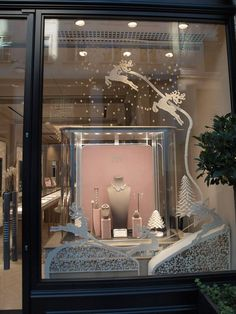 Jewelry Store Displays, Jewelry Store Design, Jewellery Display, Jewelry Shop, Jewelry Stores, Design Display, Christmas Window Display, Shop Window Displays, Shop Interior Design