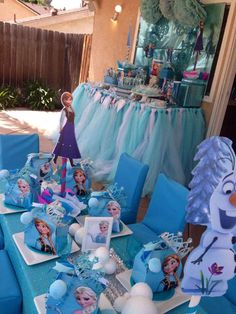 Awesome table at a Disney Frozen Birthday Party! Frozen Princess Party, Frozen Themed Birthday Party, Birthday Party Tables, 6th Birthday Parties, Birthday Ideas, Frozen Disney, Disney Frozen Birthday, Do It Yourself Upcycling, Party Decoration