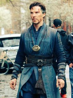 Here is a still giving a good look of #StephenStrange in his full sorcerers garb from #DoctorStrange movie, sans the Cloak of Levitation.