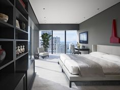 schlafzimmer fensterfront graue wandfarbe heller teppichboden