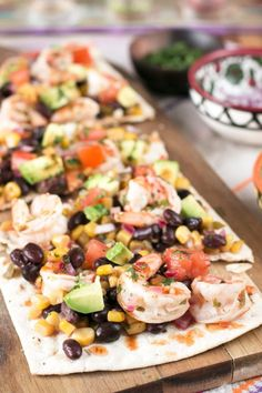 A Southwestern Shrimp Flatbread is a crispy crunchy extravaganza of flavor that will have your taste buds jumping. Shrimp Pizza, Seafood Pizza, Seafood Soup, Eat Pizza, Seafood Dinner, Flatbread Pizza, Flatbread Appetizers, Flatbread Recipes, Appetizers For A Crowd