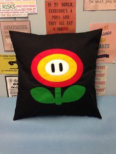 Feuerblume - schwarz Super Mario Bros Retro Kissen Kissenhülle mit Filz Nintendo Design jungen Schlafzimmer fühlte Applique rot gelb grün