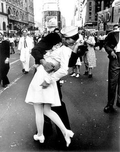 Le baiser_Alfred Eisenstaedt (V-J Day in Times Square)