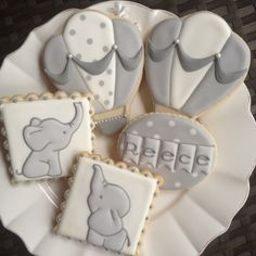 Elephant and hot air balloon baby shower cookies Fancy Cookies, Iced Cookies, Cute Cookies, Royal Icing Cookies, Sugar Cookies, Heart Cookies, Valentine Cookies, Easter Cookies, Birthday Cookies