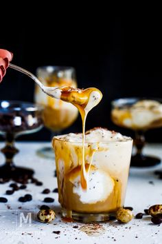 Italian Dessert Coffee Ice Cream Affogato Recipe – Munchkin Time – Famous Last Words Italian Desserts, Köstliche Desserts, Delicious Desserts, Dessert Recipes, Italian Menu, Sorbet, Vanilla Cake Pop Recipe, Babycakes Cake Pop Maker, Affogato Recipe
