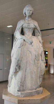 Empress Elisabeth Statue in the Westbahnhof station