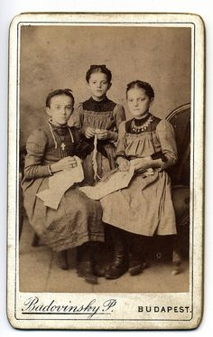 These 3 girls are maybe sisters, life was probably hard for these kids they look very serious. There dress is nice for the photo but simple, maybe the only nice clothes they have. Vintage Children Photos, Vintage Pictures, Old Pictures, Vintage Images, Old Photos, Vintage Pins, Victorian Photos, Antique Photos, Family Portrait Photography