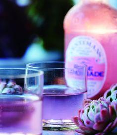 Lyserød lemonade med gin - den fineste lyserøde drink