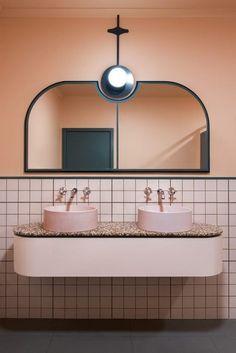 Le style Art déco apporte classe et originalité à la salle de bains. Découvrez nos 5 conseils pour adopter le style Art Déco dans votre salle de bains. Bathroom Interior Design, Decor Interior Design, Interior Decorating, Bathroom Designs, Decorating Ideas, Bathroom Trends, Bathroom Ideas, Bathroom Remodeling, Decorating Websites