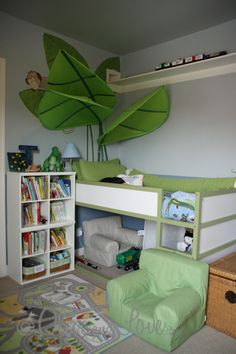 Olive and Love » Boy's Room With Train Track