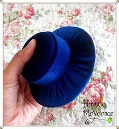 """İnternette gördükten sonra, """"Ben bunu yaparım"""" dediğim şapka iğnelikleri yaptım güzel olunca sizlerle paylaşmak istedim. İhtiyacımız olan ..."""