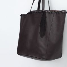 Zara leather bag Knot detail large bag from Zara. Made with high quality leather. Perfect for work, school, travel or basically anything. New with tags Zara Bags