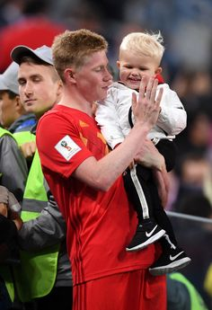 Kevin De Bruyne of Belgium celebrates with his son following his sides victory in the 2018 FIFA World Cup Russia Semi Final match between Belgium and France at Saint Petersburg Stadium on July 10, 2018 in Saint Petersburg, Russia. St Petersburg Russia, Saint Petersburg, Arsenal Premier League, Sports Celebrities, Football Boys, Super Sport, Fifa World Cup, Manchester City, Sons