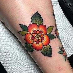 Search inspiration for an Old School tattoo. Trendy Tattoos, Sexy Tattoos, Body Art Tattoos, Sleeve Tattoos, Tatoos, Gangsta Tattoos, Gorgeous Tattoos, Traditional Tattoo Flowers, Neo Traditional Tattoo
