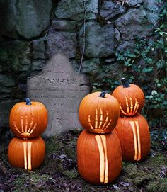All the trick-or-treaters will remember your yard, with these ghoulishly fun skeleton pumpkins! #halloween