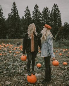 Image by ✞ vampire Girl ✞ Photography Image about friends in Fall 🍁 & 🎃 Halloween by ✞ Teen Girl ✞ Pumpkin Patch Pictures, Poses Photo, Best Friend Photos, Fall Photos, Fall Pics, Cute Fall Pictures, October Pictures, Fall Couple Photos, Autumn Aesthetic