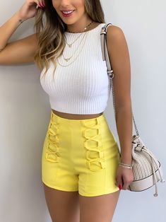 White crop top and yellow shorts Classy Outfits, Chic Outfits, Summer Outfits, Fashion Outfits, Pajama Outfits, Yellow Shorts, African Print Fashion, Casual Looks, Clothes For Women