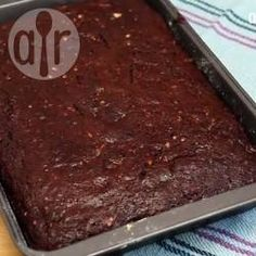 This is a moist but not too sweet chocolate vegetable cake that is easy to make and a great way to use up extra zucchini! Cheap Clean Eating, Clean Eating Snacks, Sweet Recipes, Cake Recipes, Yummy Recipes, Vegetable Cake, Cold Cake, How To Cook Asparagus, Zucchini Cake