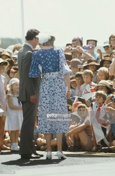 Prince Charles and Diana, Princess of Wales visit the City Hall in Brisbane, Australia, April Diana is wearing a Donald Campbell dress and a hat by John Boyd. Get premium, high resolution news photos at Getty Images Princess Diana And Charles, Princess Diana Rare, Princess Diana Fashion, Princess Charlotte, Princess Of Wales, Diana Spencer, Princess Photo, Real Princess, Princess Kate Middleton