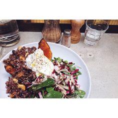 ::. Courge rôtie quinoa et chèvre chez @holybellycafe  .:: by plus_une_miette instagramers I like