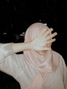 Ootd Hijab, Hijab Chic, Casual Hijab Outfit, Hijabi Girl, Girl Hijab, Hijab Style Dress, Profile Pictures Instagram, Tumblr Photography, Profile Photography