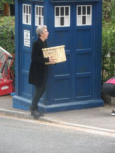 ksc The Doctor's holding a hat box. Reminds me of the exchange between 10 & Donna: DOCTOR: You've got a, a hatbox..// DONNA: Planet of the Hats, I'm ready. ☺♥♥