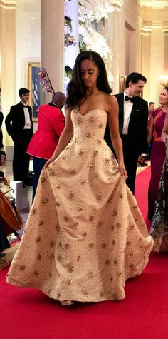 7 of The Best Looks from Malia Obama – Glam Radar Malia Obama, Barack Obama Family, Obama Daughter, First Daughter, Joe Biden, Durham, Coachella, Presidente Obama, Malia And Sasha