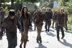 the walking dead zombie season 6 Zombies The Walking Dead, Walking Dead Season 6, Walking Dead Tv Series, The Walking Dead 3, Apocalypse Survival, Zombie Apocalypse, New Zombie, Zombie Hair, Fall Tv