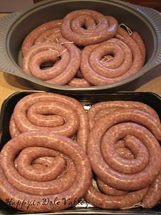Garlic Sausage - Happy in Dole Valley: Homemade Kielbasa! Homemade Sausage Recipes, Pork Recipes, Cooking Recipes, Home Made Sausage, Sausage Making, Bratwurst, Charcuterie, Hungarian Recipes, Polish Recipes