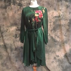 One of a kind hand painted dress Yolanda Lorenzo green hand painted 100% silk dress. With belt. Worn once. This dress is not only stunning but figure flattering. Button details on back.  This dress in one of a kind. Check out Yolanda Lorente. Absolute gorgeous pieces Yolanda Lorente Dresses Midi