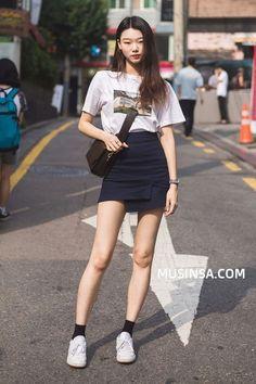 Korean fashion has been trending for many years, and it's for good reasons. With Korean's approach to outfits, accessories, and shoes, it is no doubt how many people search for Korean fashion trends for great looks. Korean Fashion Trends, Korea Fashion, Kpop Fashion, Asian Fashion, Girl Fashion, Fashion Outfits, Fashion Tips, Fashion Design, Fashion Ideas