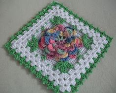 With over 160 free crochet squares patterns to make you will never be bored. Granny squares, flower in a square, circles in a square, lace crochet and more! Point Granny Au Crochet, Grannies Crochet, Crochet Squares Afghan, Crochet Square Patterns, Crochet Motifs, Crochet Potholders, Crochet Blocks, Thread Crochet, Granny Squares