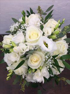 Ανθος White Wedding Bouquets, Flower Bouquet Wedding, Bridal Boquette, Diy Wedding Decorations, Table Decorations, Hand Bouquet, Wedding Cards, Wedding Stuff, Marie