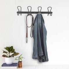 Patère murale design Lasso par @Umbra - Coup de coeur pour cet étonnant porte manteau en métal et en corde Lasso. Murale ou à suspendre, cette patère design à 4 crochets s'adapte à votre intérieur.