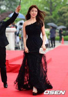 Park Shin Hye arrived at 49th Baeksang Arts Award--Red Carpet entrance