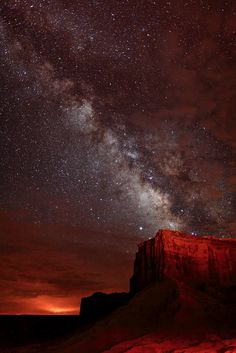 The Milky Way Over Monument Valley, Utah/Arizona border-Four Corners Region Beautiful Sky, Beautiful World, Beautiful Places, All Nature, Science Nature, Cosmos, Sky Full Of Stars, To Infinity And Beyond, Pics Art